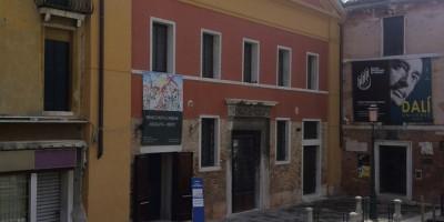 Venezia - l'ingresso alla mostra